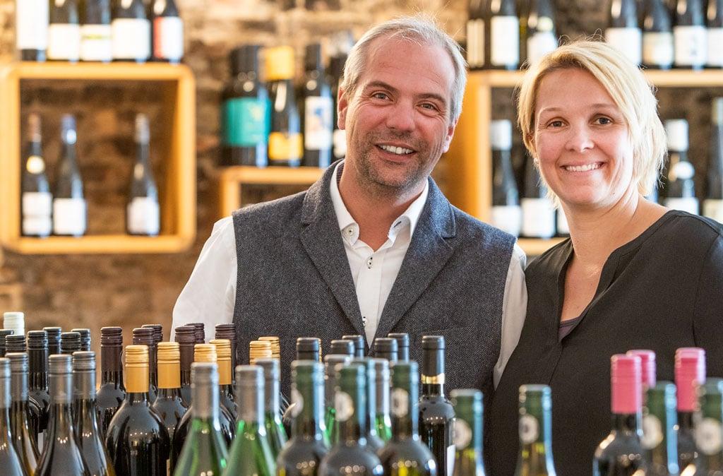 Dynamisches Duo: Anna und Bastian Achilles leiten das Weinbek, ein Hotel mit  Restaurant und Weinhandel in Fockbek