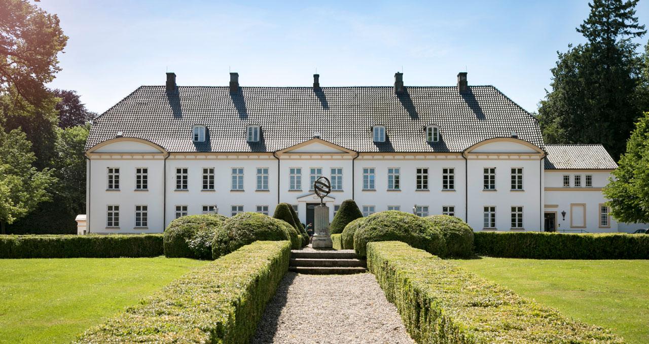 Louisenlund, historisches Schloss am Ufer der Schlei